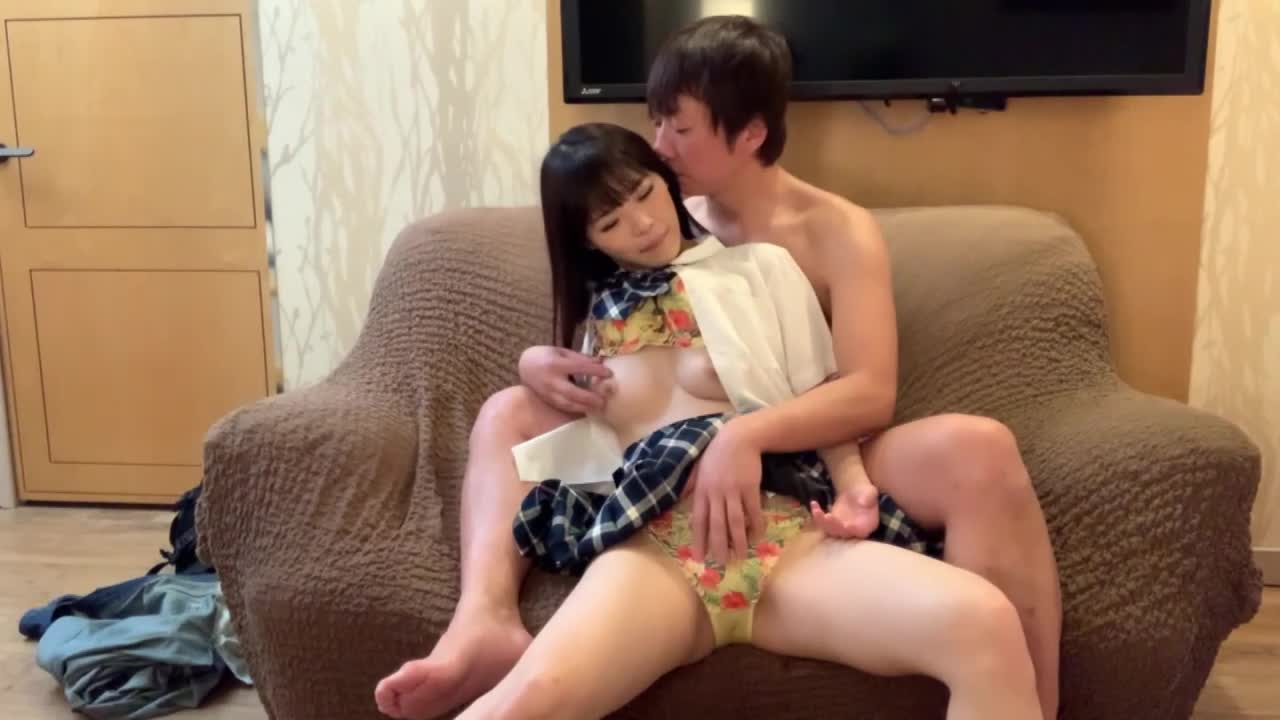 現役Fカップ美少女!絶品のクビレ神スタイルで某動画サイトでセックス配信!